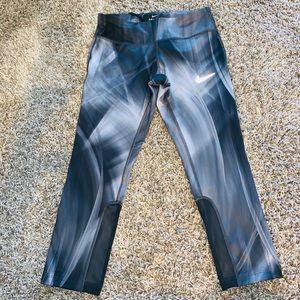 Nike capris dry fit legging.